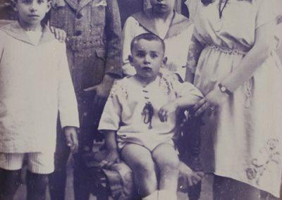 Los hermanos Cunqueiro Mora. Álvaro es el segundo por la izquierda