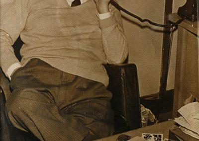 Álvaro Cunqueiro durante su etapa de director del diario Faro de Vigo