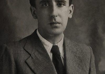 Fotografía de carné universitario de Álvaro Cunqueiro, en el año 1928